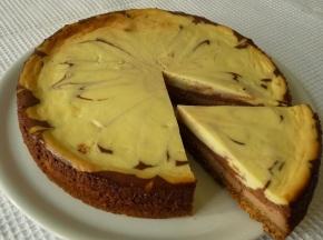 Cheesecake ai tre cioccolati, al forno