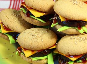 Cheeseburger dolci: biscotti e pasta di zucchero