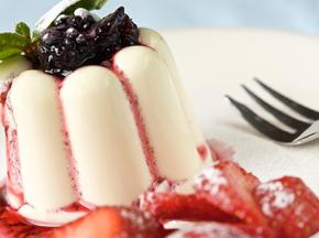 Cremoso allo yogurt con topping alla fragola