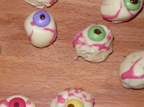 Occhi  insanguinati di zombie
