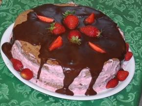 torta cioccolato e fragole con crema stracciatella