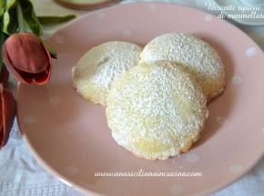 Biscotti ripieni di marmellata