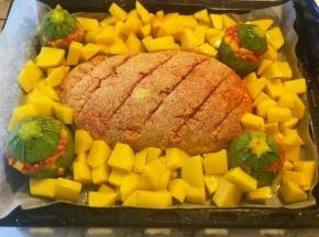 Polpettone, zucchine ripiene e patate al forno