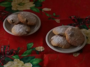 Biscotti con panna e uvetta