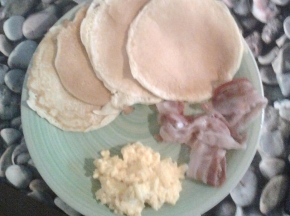 pancake con uovo strapazzato e becon