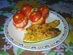 Pomodori e zucchine ripiene con pane e uovo