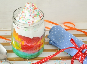 Rainbow cake in barattolo