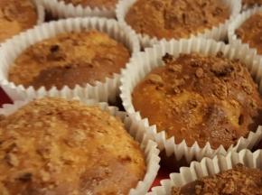 Muffin con pesche e maretti