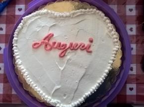 torta di compleanno a forma di cuore