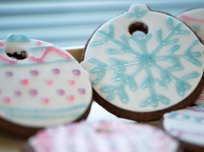 Biscotti di Natale decorati con pasta di zucchero