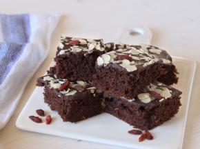 Brownies al cioccolato con bacche di goji