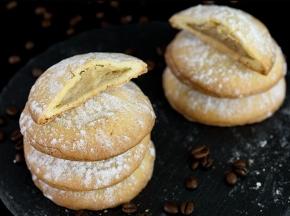 Biscotti ripieni di crema al caffè