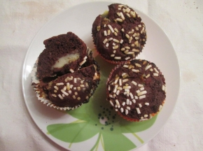 muffin al cioccolato con cuore di crema