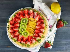 Crostata morbida con frutta fresca