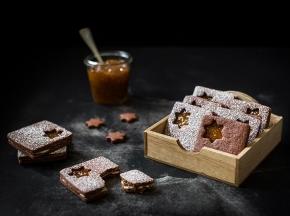 Biscotti di frolla al cacao con confettura speziata di fichi