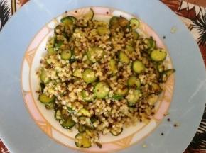 Quinoa con zucchinette croccanti