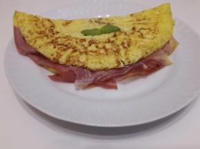 Omelette prosciutto e fontina