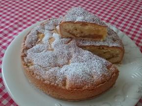 Torta di mele con base di pasta frolla, marmellata e...