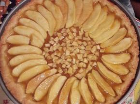 Crostata con marmellata e mele