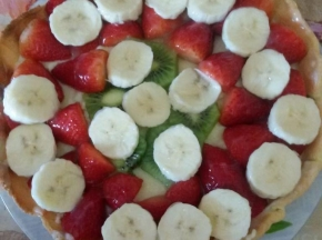 Crostata, crema pasticcera e frutta.