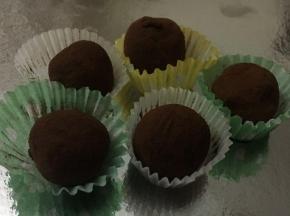 Tartufi al cioccolato e granella di nocciola