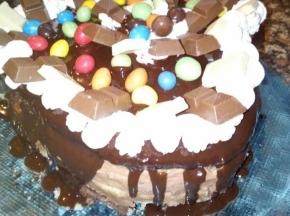 Torta al cioccolato con crema alla nocciola