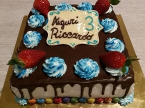 drip cake di compleanno