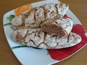 Pane di segale con mele e grano saraceno