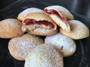 Biscotti di ricotta ripieni di marmellata