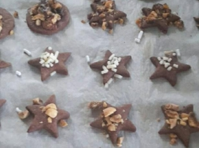 Biscotti al cacao e frutta secca