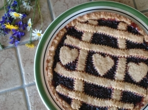 Crostata semi-integrale con confettura ai frutti di bosco