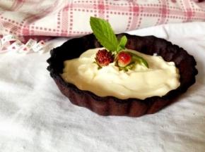 Frollina al cacao con crema e fragoline