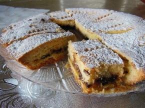 Crostata con marmellata, ricotta e gocce di cioccolato