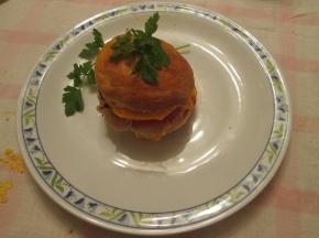 panini al latte con hamburger di maiale