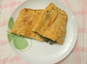 Pizza farcita spinaci e mozzarella