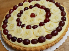 Crostata all'uva e banana e alla crema pasticcera
