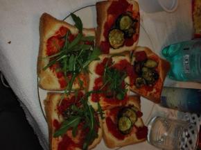 Pizzette super veloci con rucola ,e zucchine