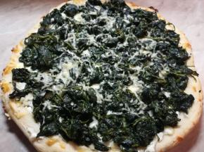 Pizza  di ricotta , mozzarella, spinaci