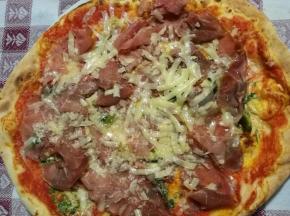 Pizza salsa di rucola, crudo e grana