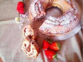Ciambella rosa al cacao e vaniglia