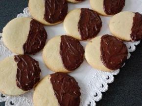Biscotti glassati al cioccolato fondente