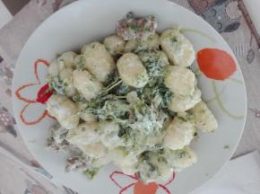 Gnocchi di patate con broccoli e salsiccia