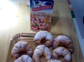 cornetti dolci di finta pasta brioche