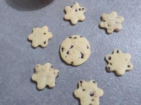 Biscotti di pasta frolla con arancia e cioccolato