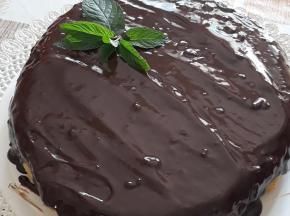 torta alla menta ricoperta di cioccolato