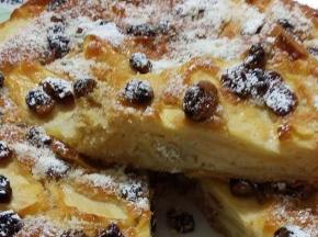 torta di mele , uvetta e mandorle