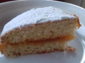 torta con pesche e confettura di albicocche