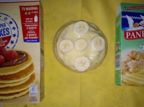 pancakes con crema pasticcera e frutta