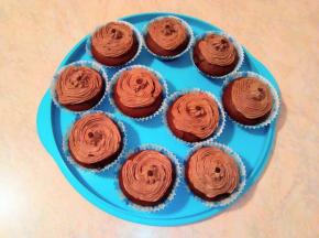 Muffin con frosting al cioccolato