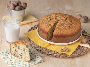 Torta morbida con gocce di cioccolato e noci